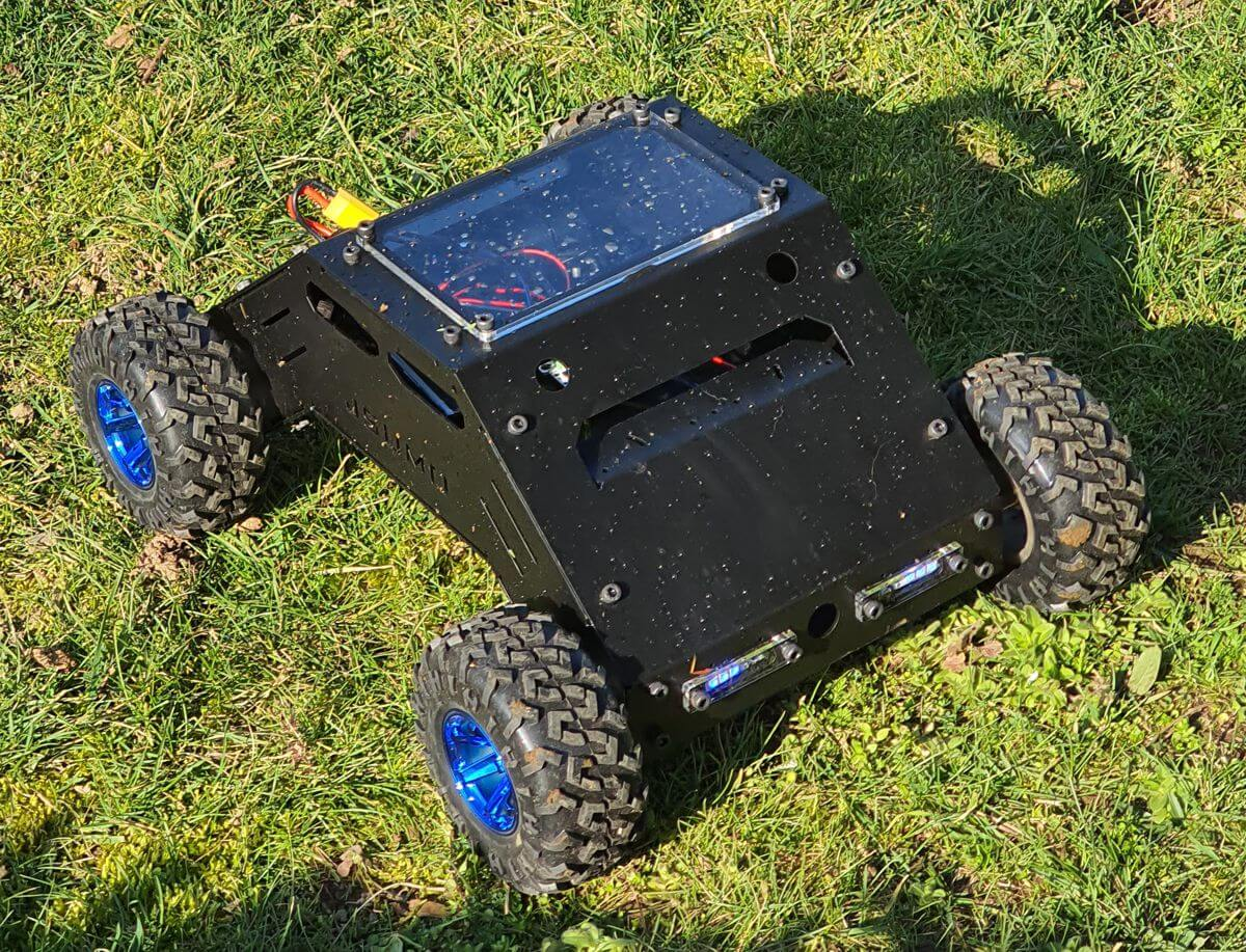 atlas-all-terrain-robot-at-grass.jpg (313 KB)
